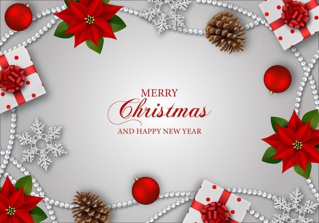 Веселый новогодний фон с цветами пуансеттии, подарочными коробками, снежинками и рождественскими украшениями