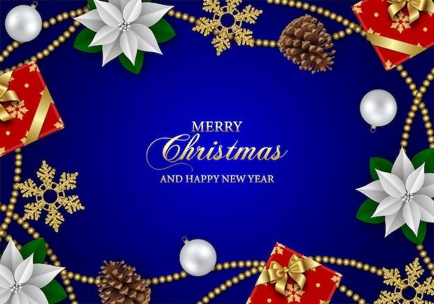 Веселый новогодний фон с белыми цветами пуансеттии, подарочными коробками, снежинками и рождественскими украшениями