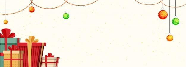 Празднование рождества баннер с красочными подарочные коробки и висит xmas шары