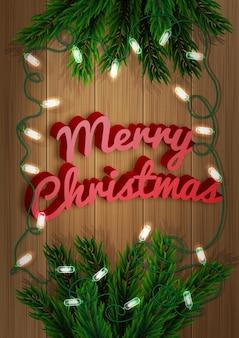 メリークリスマス。木の板に明るい花輪のあるモミの木の枝。クリスマスと新年のグリーティングカード。