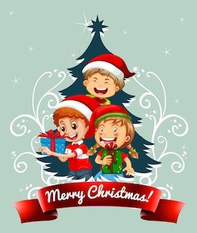 緑の背景にクリスマスの衣装を着ている子供たちとメリークリスマスフォント