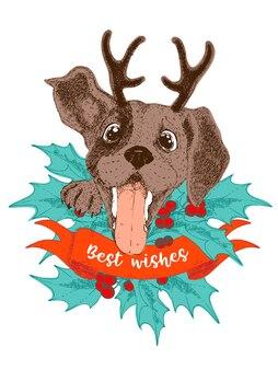 Поздравительная открытка с рождеством. счастливый щенок бигль с рогами, падубы и ягоды.