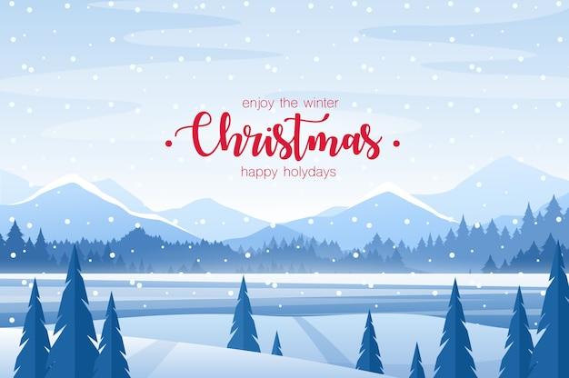 メリークリスマスのグリーティングカード。雪原と霜モミの森、山、地平線のクリスマスの背景