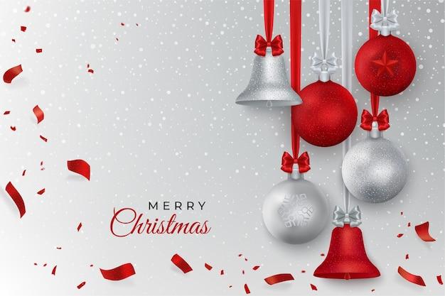 벨, 눈, 공, 색종이와 메리 크리스마스 인사. 은색과 빨간색 크리스마스 장식