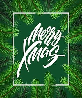 長方形のフレームでメリークリスマスの手描きのレタリング。現実的なモミの木の枝のフレームのクリスマスレタリング。緑の背景にクリスマス書道。バナー、ポスターデザイン。分離されたベクトル