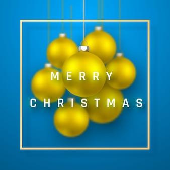 リアルなゴールドのクリスマスボールとメリークリスマスホリデーの背景。