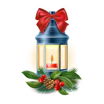 메리 크리스마스 랜턴. 가문비 나무 가지, 솔방울, 홀리 및 붉은 나비 매듭. 등유 랜턴