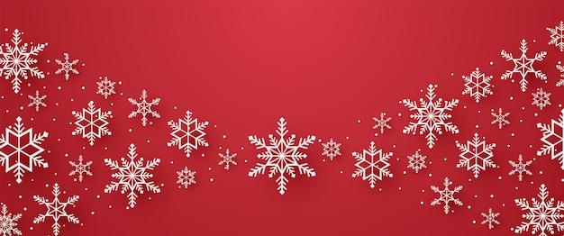 メリークリスマスの雪とペーパーアートスタイルの空白の雪