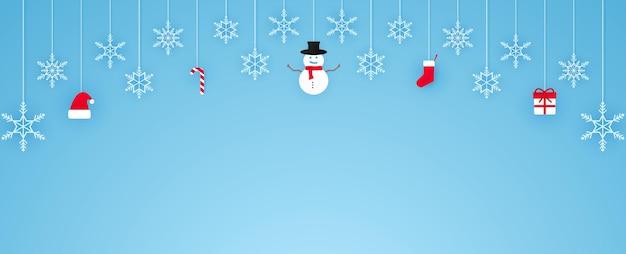 メリークリスマス、雪片などがぶら下がっている、バナーの背景、コピースペース、ペーパーアートスタイル