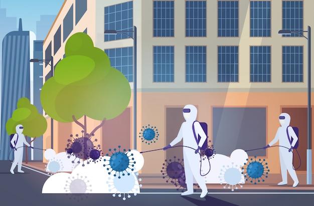 Ученые в костюмах хазмат очистка дезинфекция коронавирусных клеток эпидемия вирус mers-cov ухань 2019-нков пандемия риска для здоровья современный город улица городской пейзаж