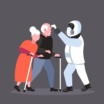 コロナウイルス感染流行mers-covウイルスwuhan 2019-ncovパンデミック健康リスク概念完全な長さを広めるシニア男性女性カップルの温度をチェックする防護服の専門家