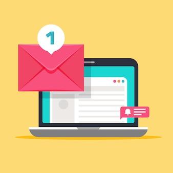 컴퓨터 화면에 메시지가 표시됩니다. 봉투와 노트북 메일 개념