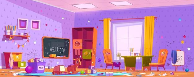 Грязная комната в детском саду с рисунками на мебели и стенах, беспорядок и мусор.