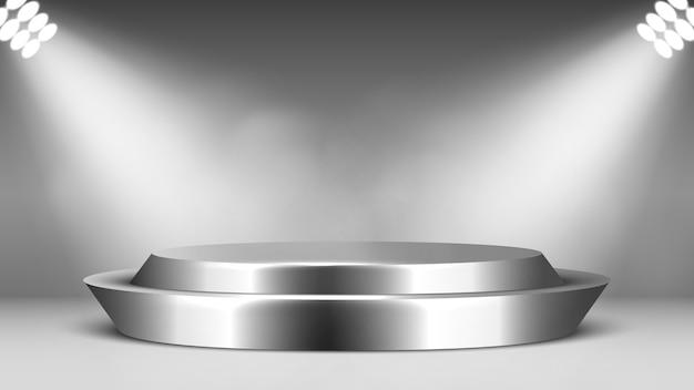金属の空の表彰台とスポットライト。丸い光沢のある台座。シーン。
