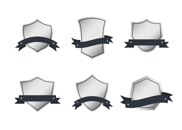 Collezione di etichette retrò emblema stile vintage in bianco di metallo.
