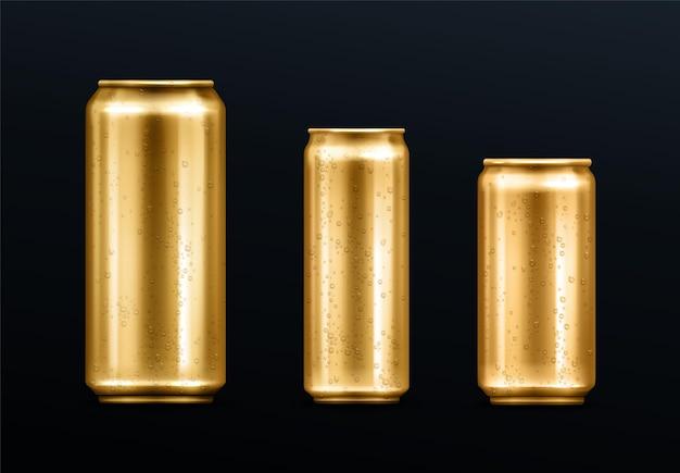 물방울이 든 금속 캔, 탄산 음료 또는 에너지 드링크 용 금색 용기, 레모네이드 또는 맥주. 브랜드 디자인 서식 파일 현실적인 3d 벡터 세트에 대 한 차가운 결로와 격리 된 황금 빈 모형
