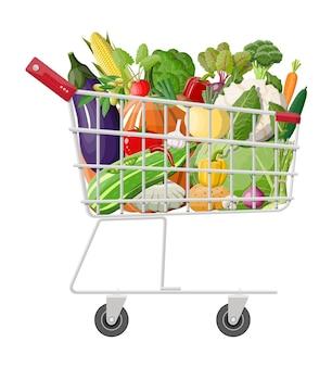 야채 가득한 금속 쇼핑 카트입니다. 신선한 식품, 유기농 농산물 재배.