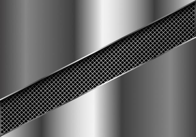 銀の板の背景に金属製の正方形メッシュスラッシュ。
