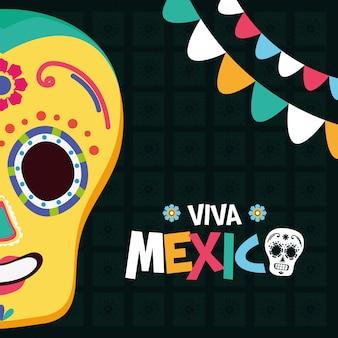 ビバメキシコのメキシコの頭蓋骨と花輪