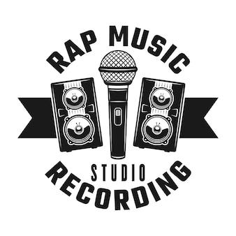 マイクと2つのスピーカーは、白い背景で隔離のビンテージモノクロスタイルのラップミュージックのエンブレム、バッジ、ラベル、またはロゴをベクトルします。
