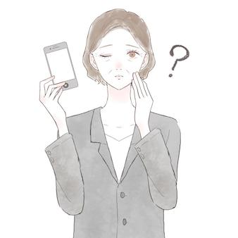スマホでスーツ姿で疑問を持っている中年女性。白い背景に。