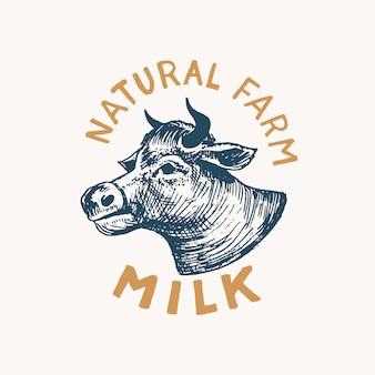 牛乳ラベル。ショップのヴィンテージ牛ロゴ。 tシャツの牛バッジ。手描きのスケッチを刻みます。