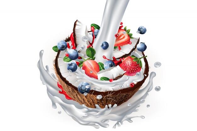 Поток молока и нарезанный кокос с ягодами в всплеск молока.