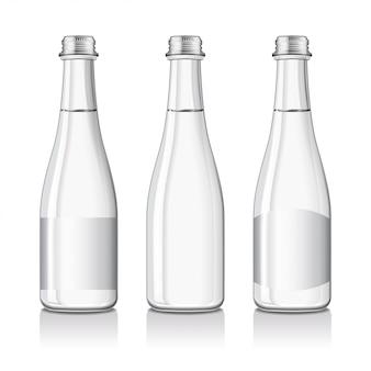 まだミネラルまたはスパークリングウォーターのボトルがラベルで模造されています。