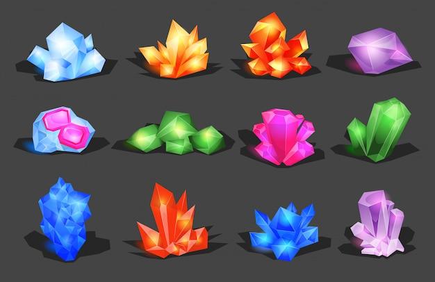 Минералы, кристаллы, драгоценные камни и бриллианты. кристаллический камень или драгоценный камень и драгоценный камень для ювелирных изделий. простой кристаллический символ с отражением. мультфильм иконки в качестве украшения для игр.