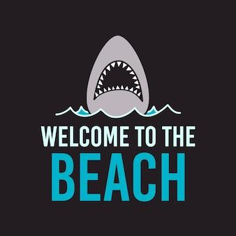 海の水に口を開けてサメと黒の背景にビーチへようこそのレタリングとミニマリストベクトルtシャツのデザインテンプレート