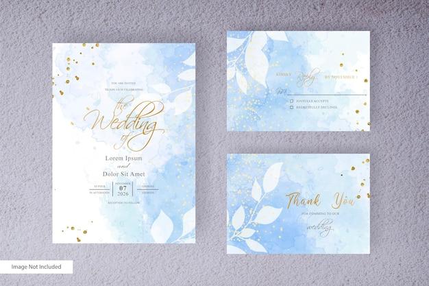 Минималистичный шаблон свадебного приглашения с абстрактным акварельным фоном всплеска и рисованной жидкой акварелью