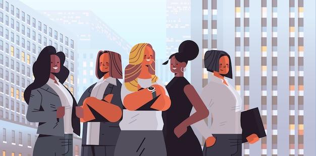 혼합 인종 경제인 그룹 서 함께 여자 팀 비즈니스 경쟁 리더십 개념 도시 배경 일러스트 레이션