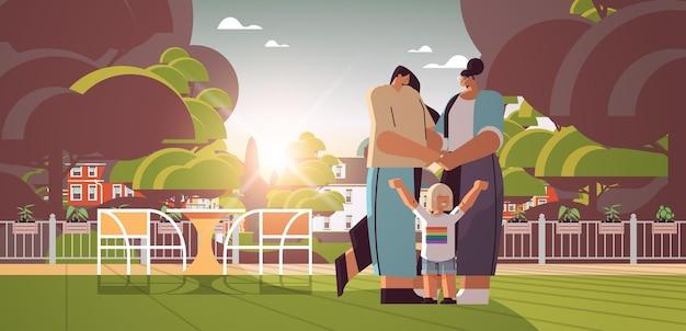 작은 아이 레즈비언 가족 트랜스 젠더 사랑 lgbt 커뮤니티 개념 전체 길이 수평 벡터 일러스트와 함께 야외 산책 혼합 인종 여성 부모