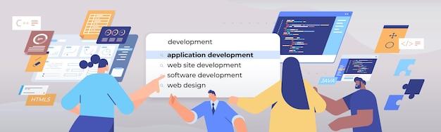 Люди смешанной расы, выбирающие разработку приложений в панели поиска на виртуальном экране, веб-дизайн, концепция сети интернет, портрет, горизонтальная иллюстрация