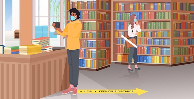 Смешайте расовых людей в масках, соблюдая дистанцию, библиотеку со знаками для социального дистанцирования желтыми наклейками