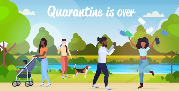 コロナウイルスの検疫を祝って野外を歩いている人種混合人は勝利を終えています
