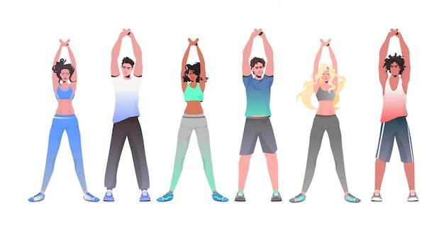 건강 한 라이프 스타일 개념 사람들이 수평 전체 길이 그림을 함께 훈련 훈련 요가 피트니스 운동을하는 혼합 인종 여성 남성
