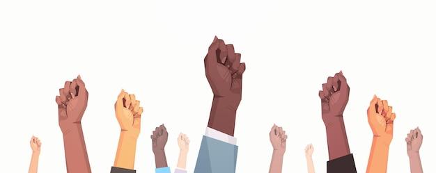 平等のために活動家の競争した上げられた握りこぶしを混ぜる