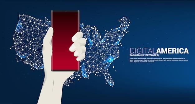 유나이티드가 표시된 지도 도트 연결 라인과 손에 휴대 전화. 미국 디지털 네트워크 연결에 대한 개념입니다.