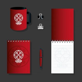 Макет канцелярских товаров поставляет красный цвет с белым знаком, фирменный стиль макета