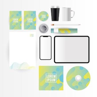 기업의 정체성 템플릿 및 브랜딩 테마의 모형 태블릿 스마트 폰 cd 용지 및 커피 머그잔 디자인