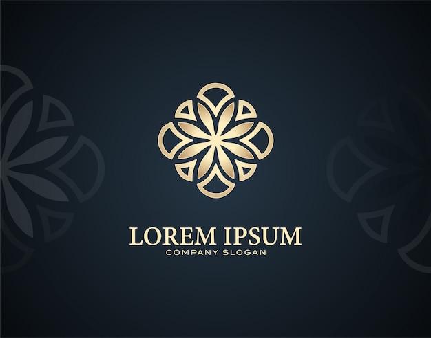 金色の効果を持つモダンで豪華なプルメリアフラワーデザインのロゴのテンプレート
