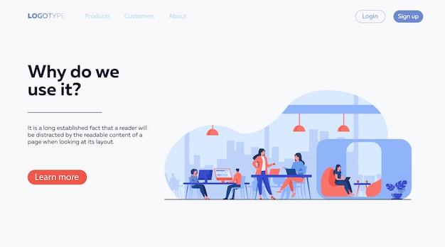 Современная бизнес-команда, работающая в открытом офисе