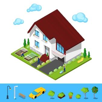 Современный коттеджный дом с зеленым двором и садовниками.