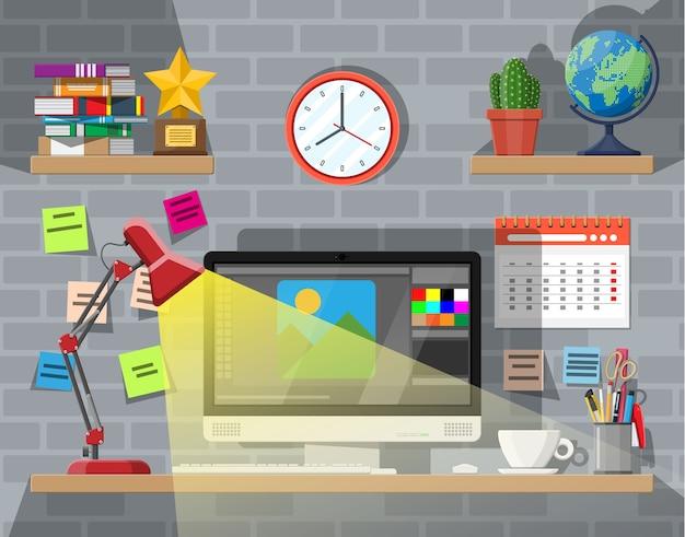 현대적인 창의적인 사무실 또는 가정 작업 공간.