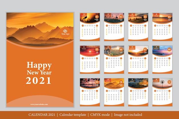 Modello di calendario 2021 dal design moderno