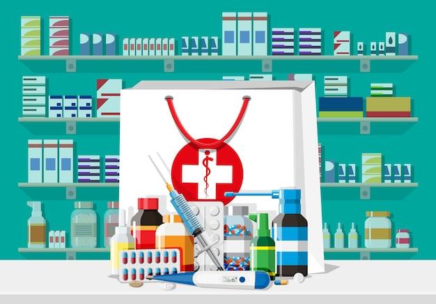 약국의 현대적인 인테리어입니다. 약 캡슐은 비타민과 정제를 병에 넣습니다. 약국 쇼케이스. 의약품이 있는 선반. 의료 약물, 비타민, 항생제 건강 관리. 평면 벡터 일러스트 레이 션