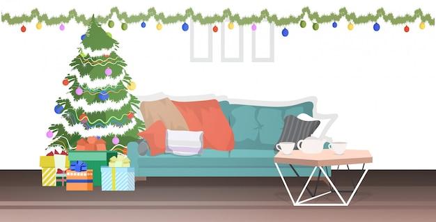 クリスマスに装飾されたモミの木とモダンなリビングルーム