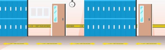 사회적 거리를 두는 코로나 바이러스 전염병 예방을위한 표지판이있는 현대 학교 복도 내부