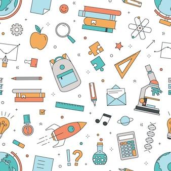 Современная безшовная картина с школьными принадлежностями на белой предпосылке.